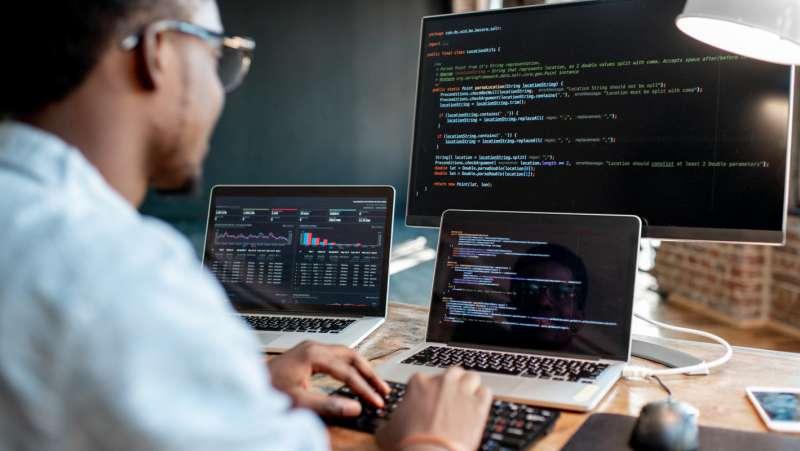 Học lập trình nên mua Laptop nào?